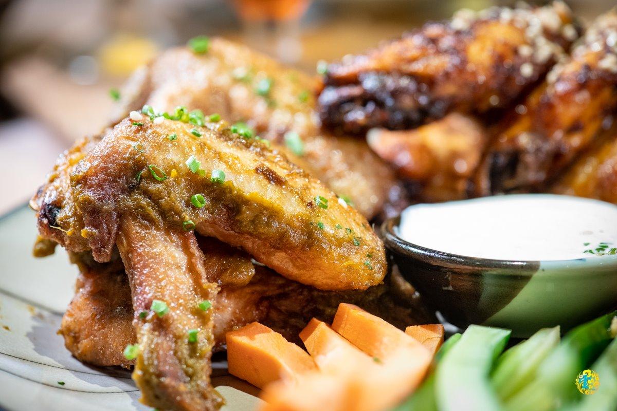 酒鬼網美必衝!內科美拍酒吧吃得到15種口味雞翅,「假披薩」再搭龍眼蜜精釀更舒壓