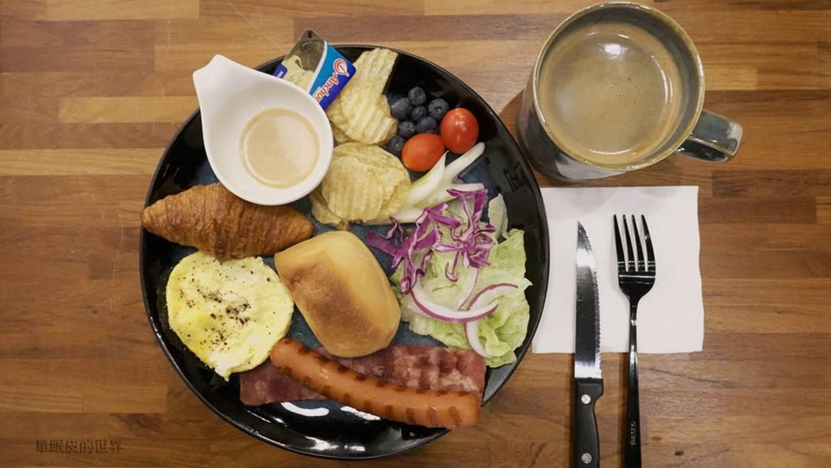 淡水八里網美系咖啡館!必點奶酥厚片配焦糖拿鐵,「隱藏版料理」會隨季節變換