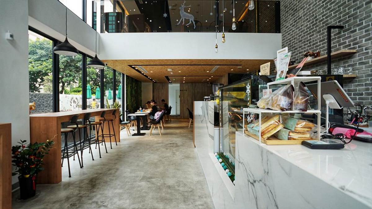 林口打卡咖啡店!挑高+落地窗設計超好拍,燻雞組合、水果鬆餅一上桌立刻掃盤