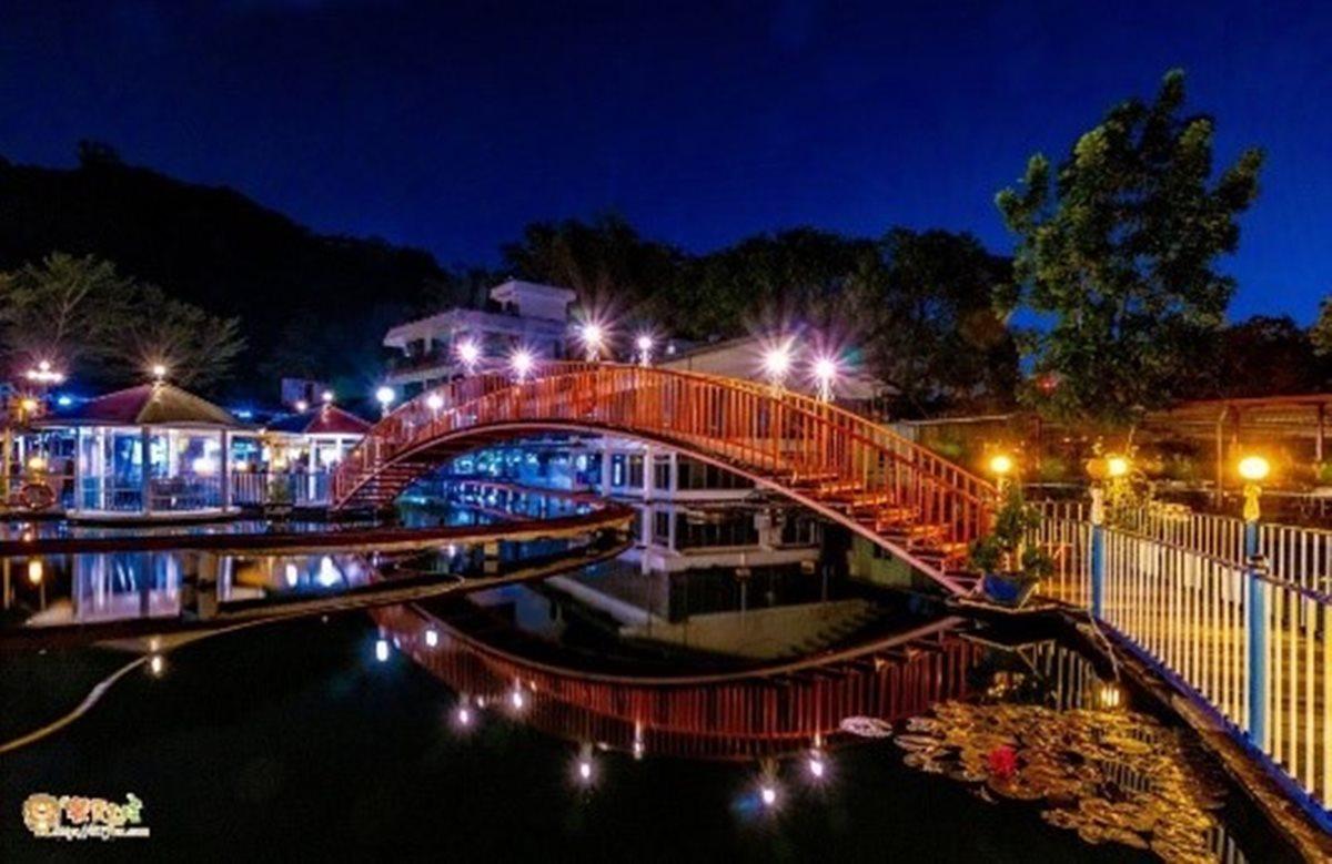 在地人聚餐口袋名單!水上餐廳愈夜愈美麗,吃鹽焗雞、檸檬紅尾蝦配翠湖美景
