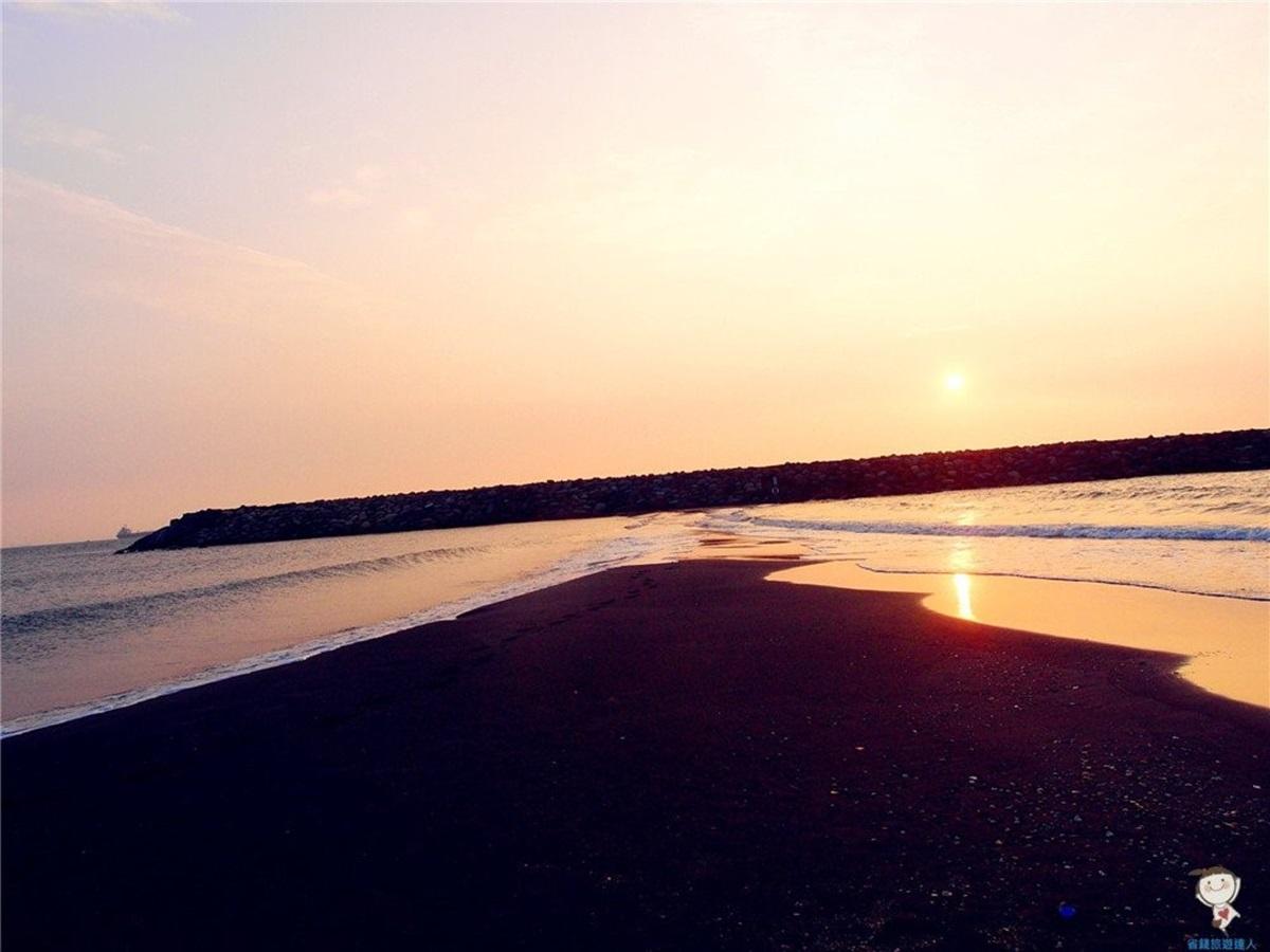 海景第一排!旗津度假酒店直通沙灘賞夕陽,還能順遊「摩西分海」、星空隧道