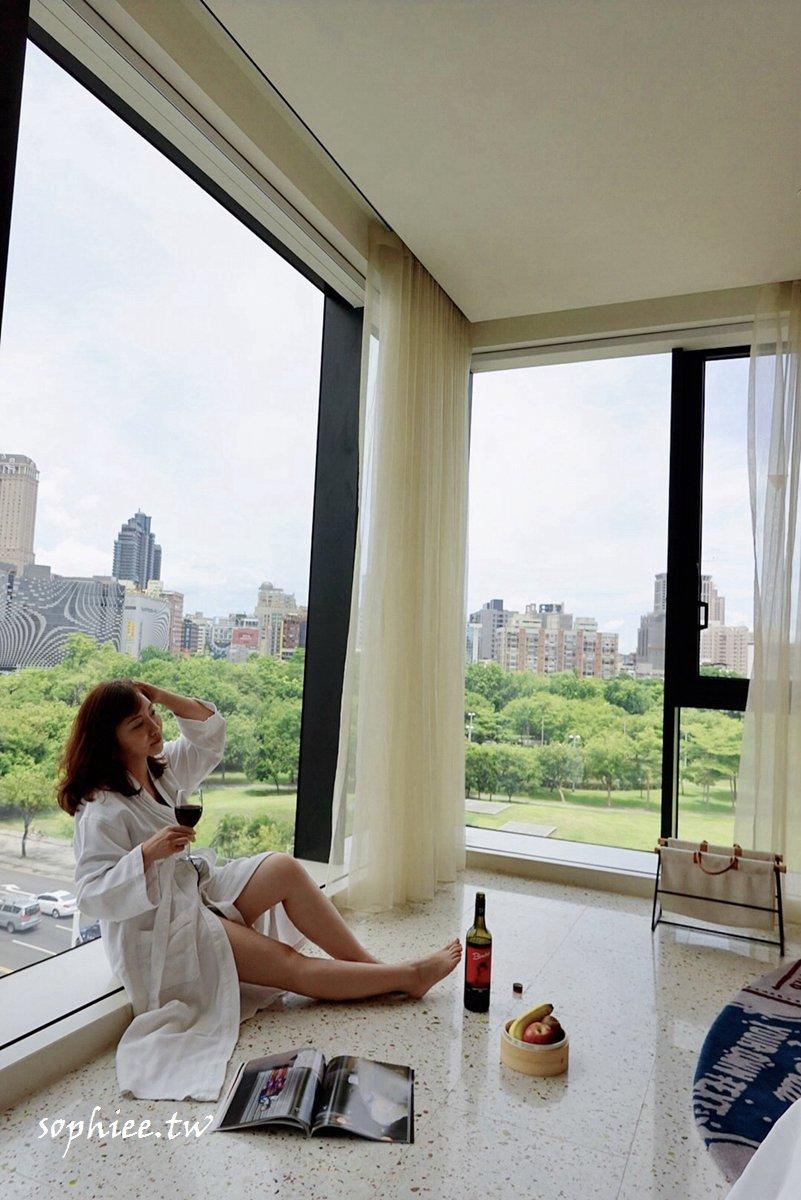 網美必住!高雄景觀飯店不出門就能打卡中央公園,高空酒吧絕美夜景讓你1秒飛曼谷