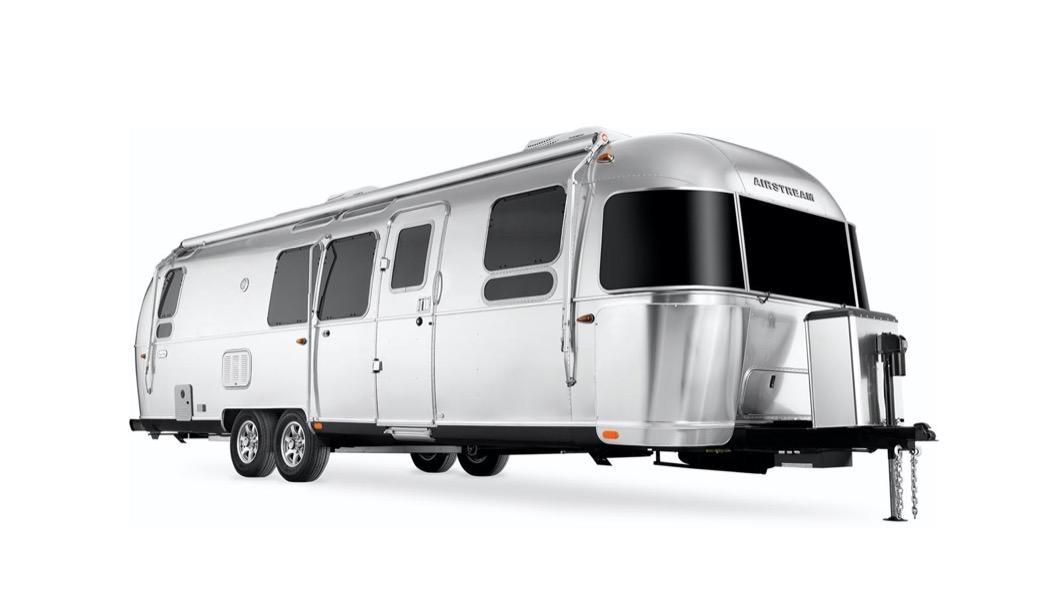 受到新冠肺炎疫情影響,在美國有不少人被迫改以遠程工作的型態辦公。(圖片來源/ Airstream) 好慘!放假還得辦公 Airstream竟在露營車上設「辦公室」
