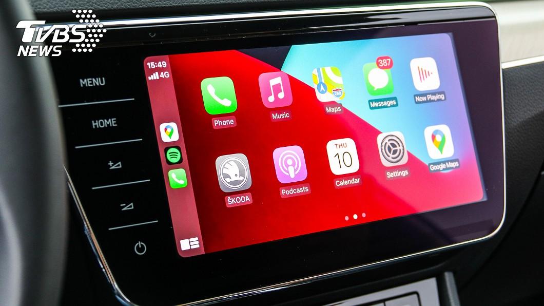 Škoda宣告為CNS 3.0多媒體資訊整合系統開通無線Apple CarPlay功能。(圖片來源/ TVBS) Škoda原廠解封印 免費升級無線Apple CarPlay