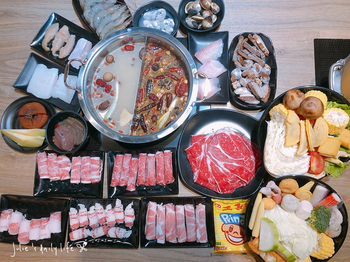 比臉大安格斯牛任你點!道地蒙古火鍋近百種食材吃到飽,紅、白湯頭不沾醬就好吃