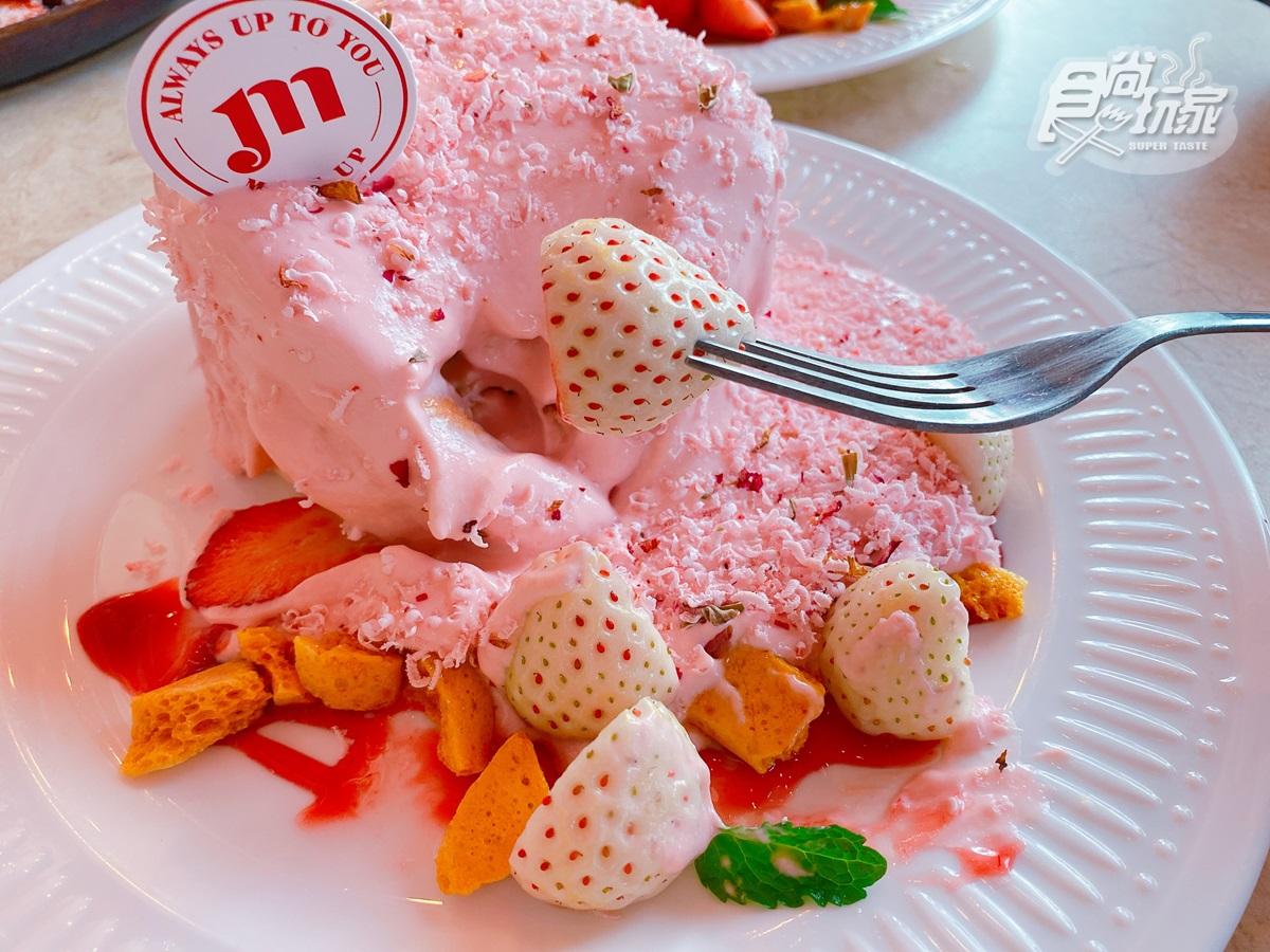 超限量「白色草莓季」這裡吃!打卡必拍「下櫻花雨」瀑布舒芙蕾,還有白色巨塔草莓杯