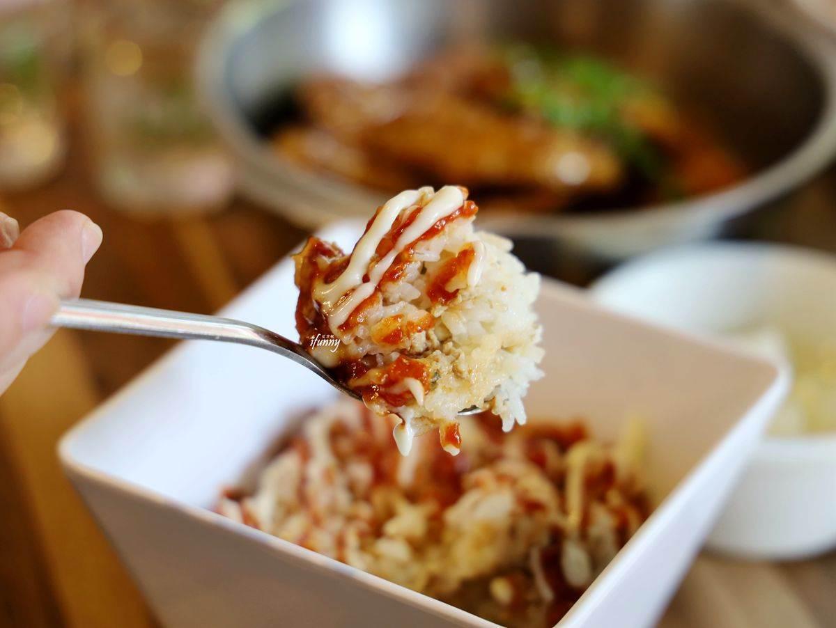 韓式炸雞界霸主!必點「半半雞」一次享2種口味,搭配醬醬飯、水蜜桃氣泡酒超對味