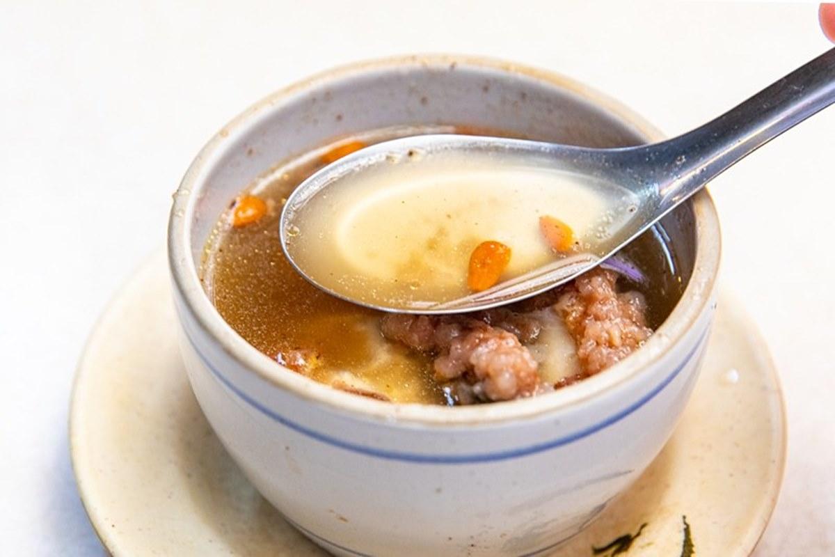 吃了會懷念!華西街軟嫩鮮甜「紅燒鰻」中藥湯頭超唰嘴,45元咖哩飯有滿滿古早味