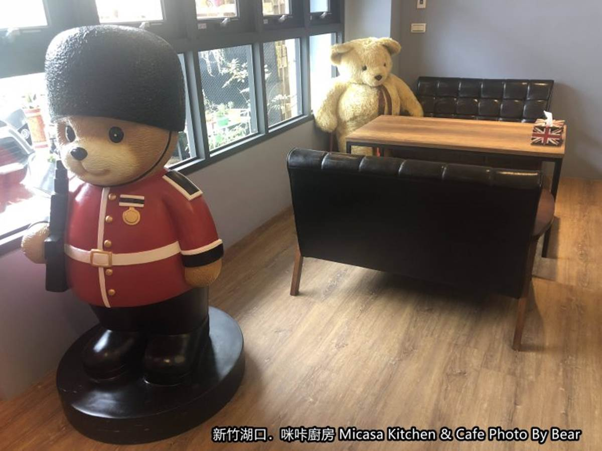 新竹超有哏早午餐!走進販賣機裡吃味噌松阪豬、熱壓吐司,還能跟熊熊士兵拍照