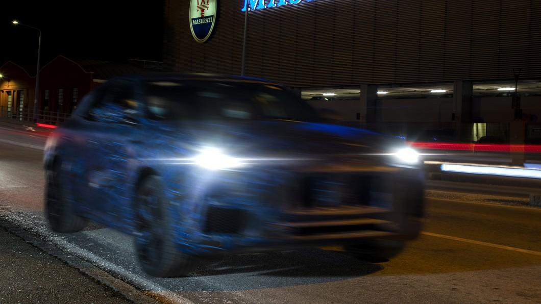 Grecale偽裝車車頭輪廓帶著Levante與瑪莎拉蒂家族設計的影子,但頭燈位置似乎較高,燈組造型也較窄扁。(圖片來源/ Maserati) 瑪莎拉蒂小休旅Grecale測試照曝光 要和Macan直球對決!