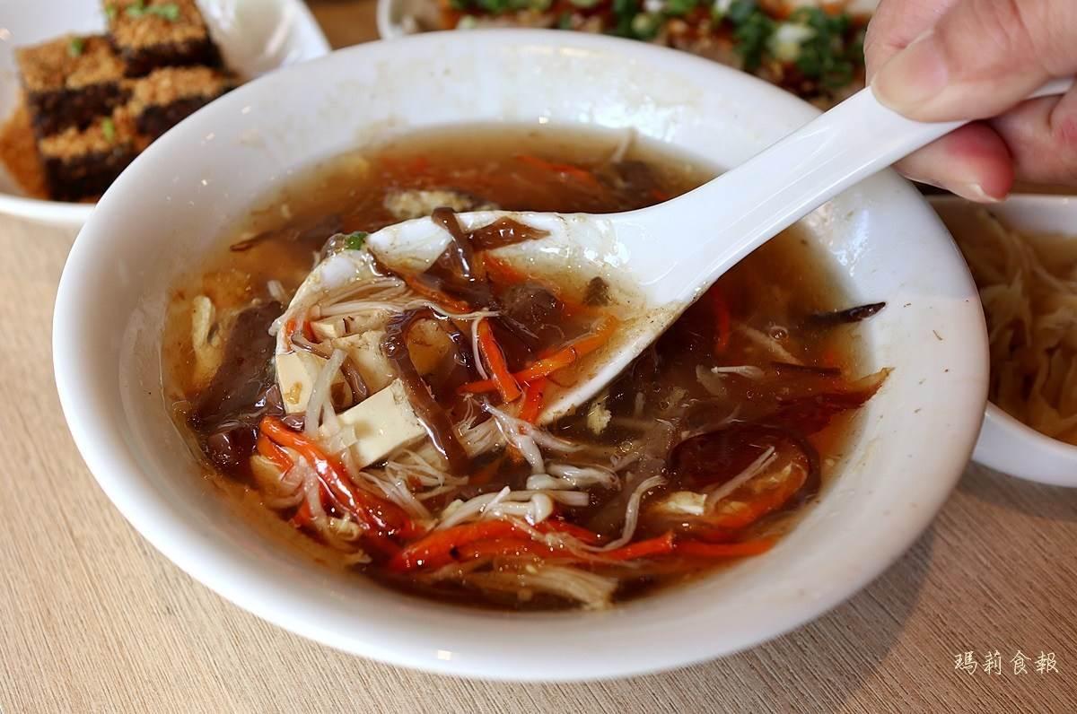 新竹紅到台中!平價銷魂乾拌麵必點鮮蝦炒手燃麵、口水雞,「炙燒煎餃」這間店才吃得到