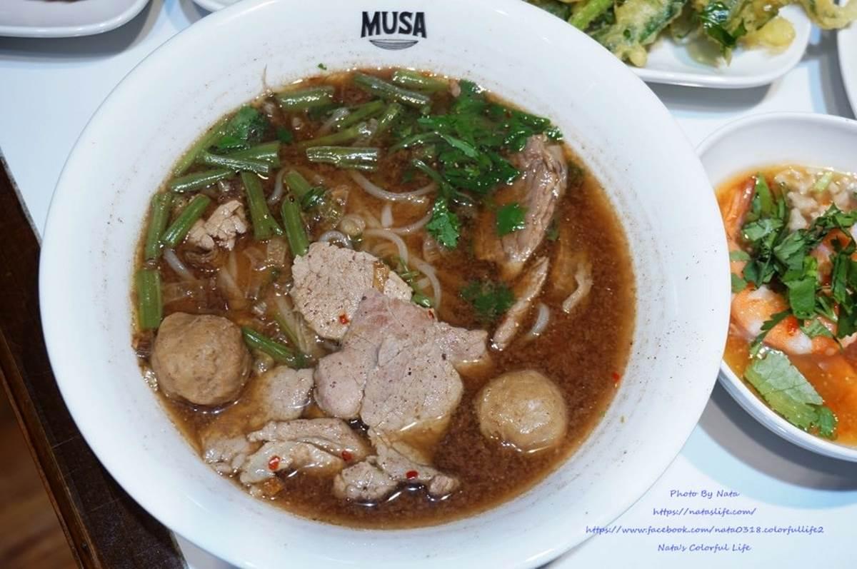 獨特「黑湯」免費續!台南道地泰式船麵隨你加九層塔、豆芽菜,配海鮮酥炸空心菜超對味