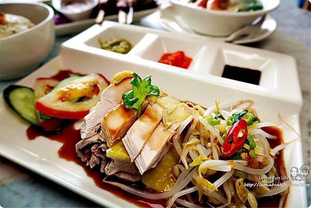 正宗大馬料理來台中了!必點人氣王海南雞飯、沙嗲串燒,空運來的榴槤蛋糕有果肉