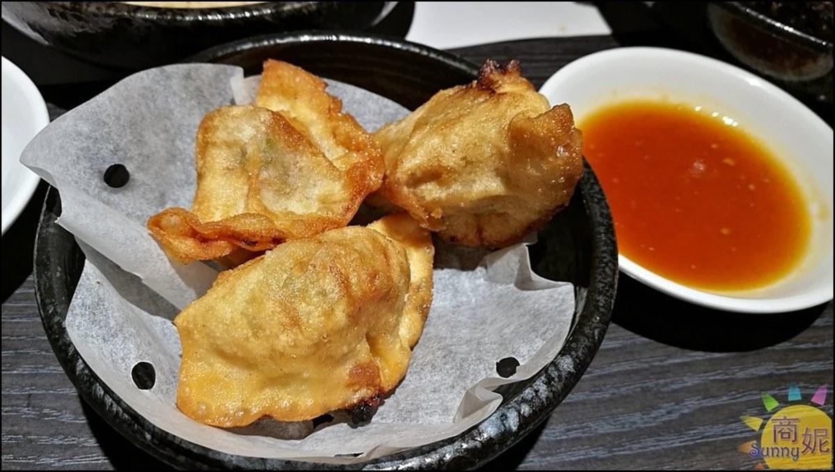 CP值超高!台中浮誇麵食館「午宵限定香辣麵」只要118元,黃金炸餃子酥脆唰嘴也必點