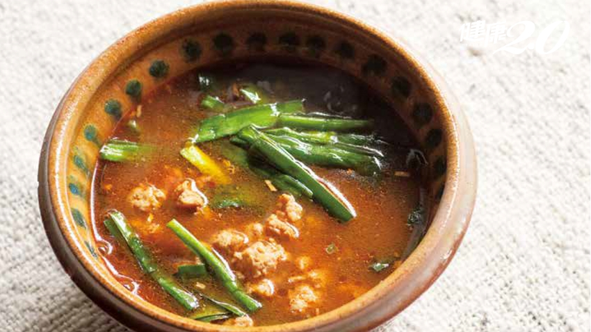 春韭正鮮嫩、好吃!「韭菜湯」搭配2物 溫暖身體效果強大