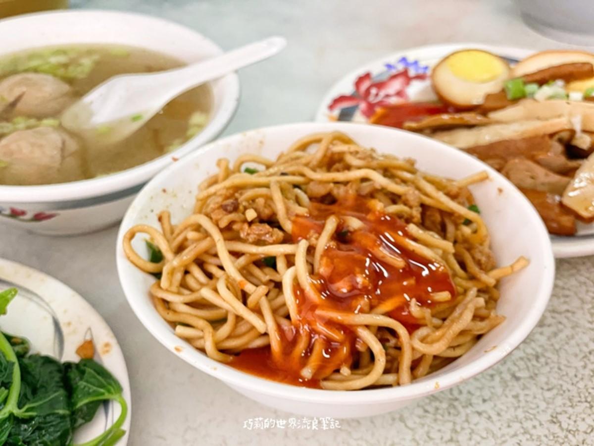 台中人早餐必吃炒麵+辣醬!道地不踩雷這4家,還有脆皮蛋餅、蘿蔔糕也大推