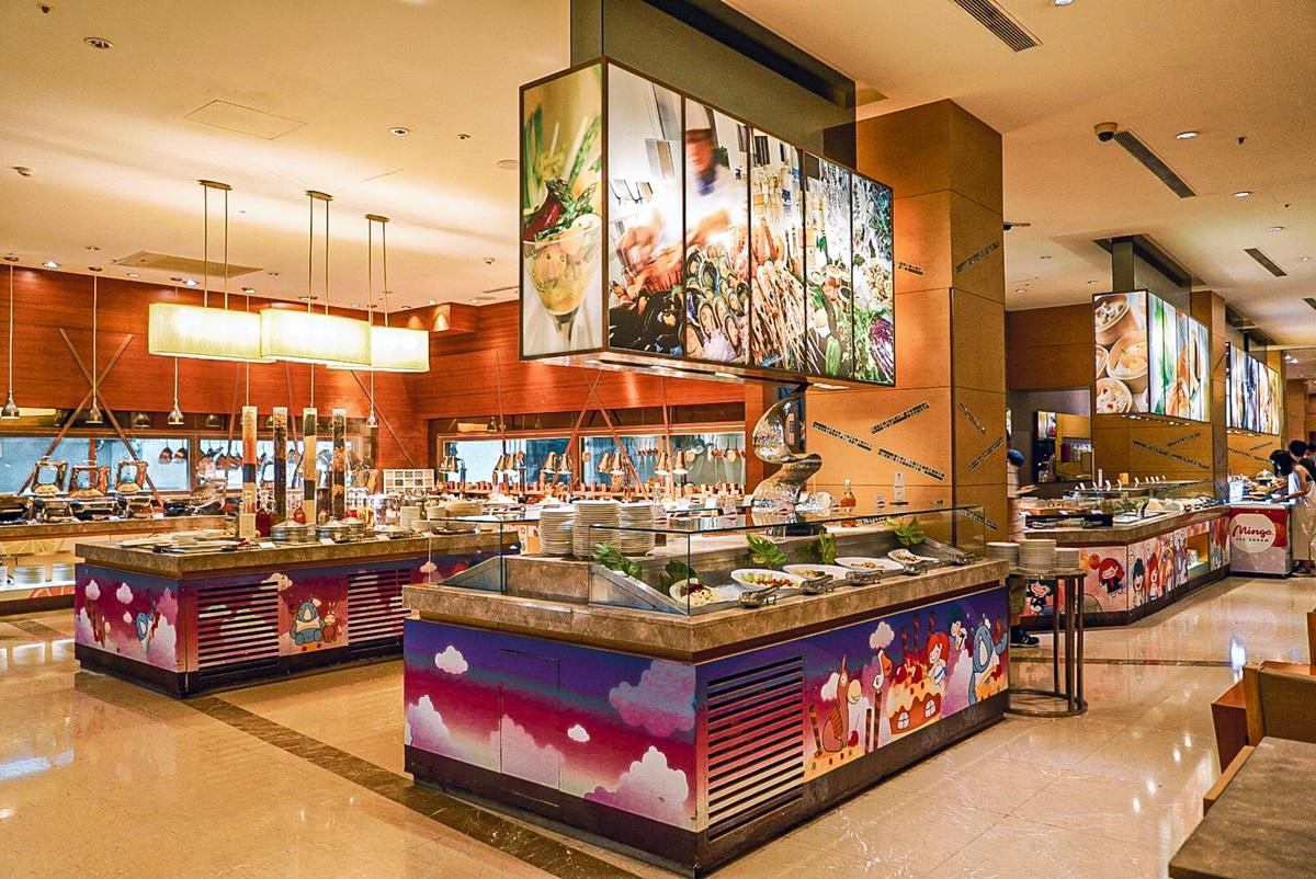 水族館、摩天輪飯店「買一晚送一晚」!最低1400元爽住、穿紫色「近半價」吃到飽