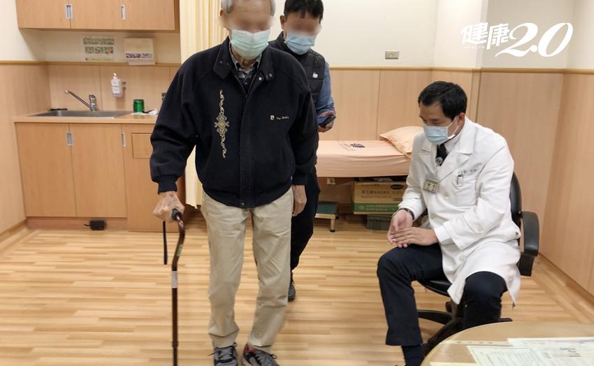 小心骨折造成後遺症!他跌倒後半年竟矮10公分 還腰痛無法久站
