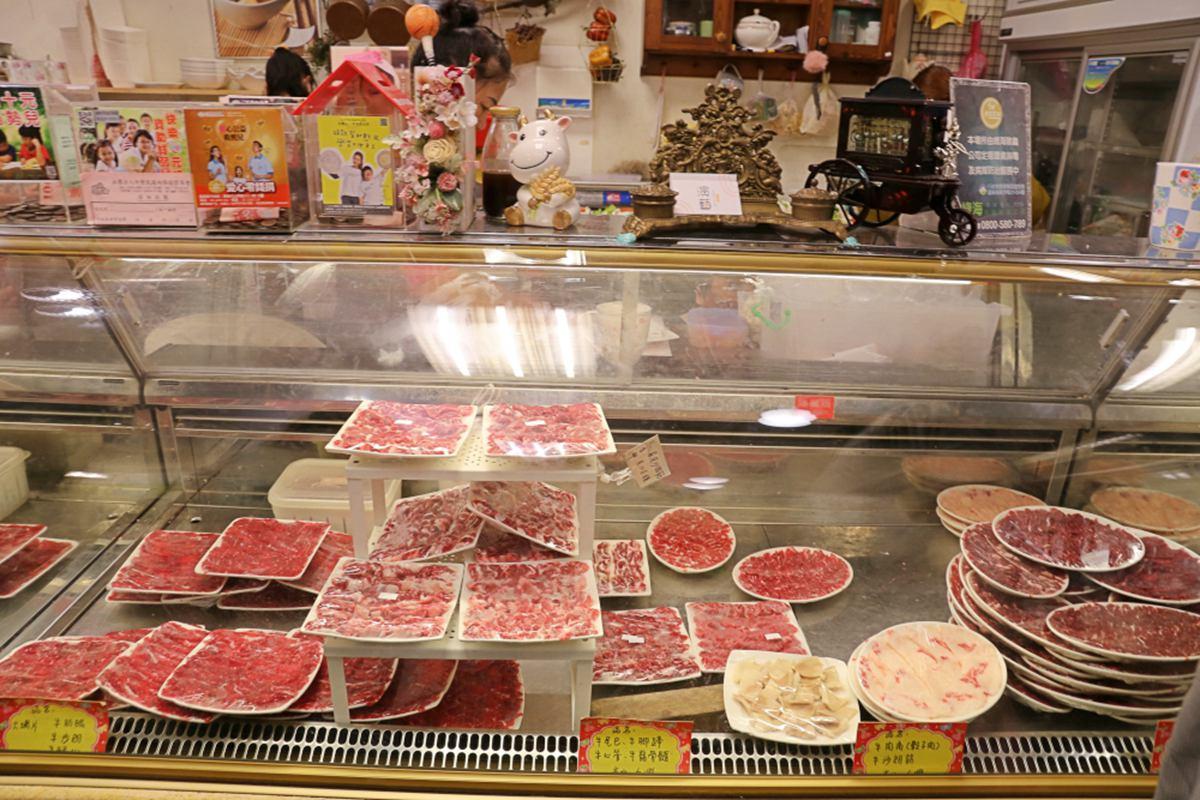 在地肉控口袋名單!嘉義溫體牛肉鍋必點彈牙牛腳蹄,獨特脆腸大火快炒超下飯