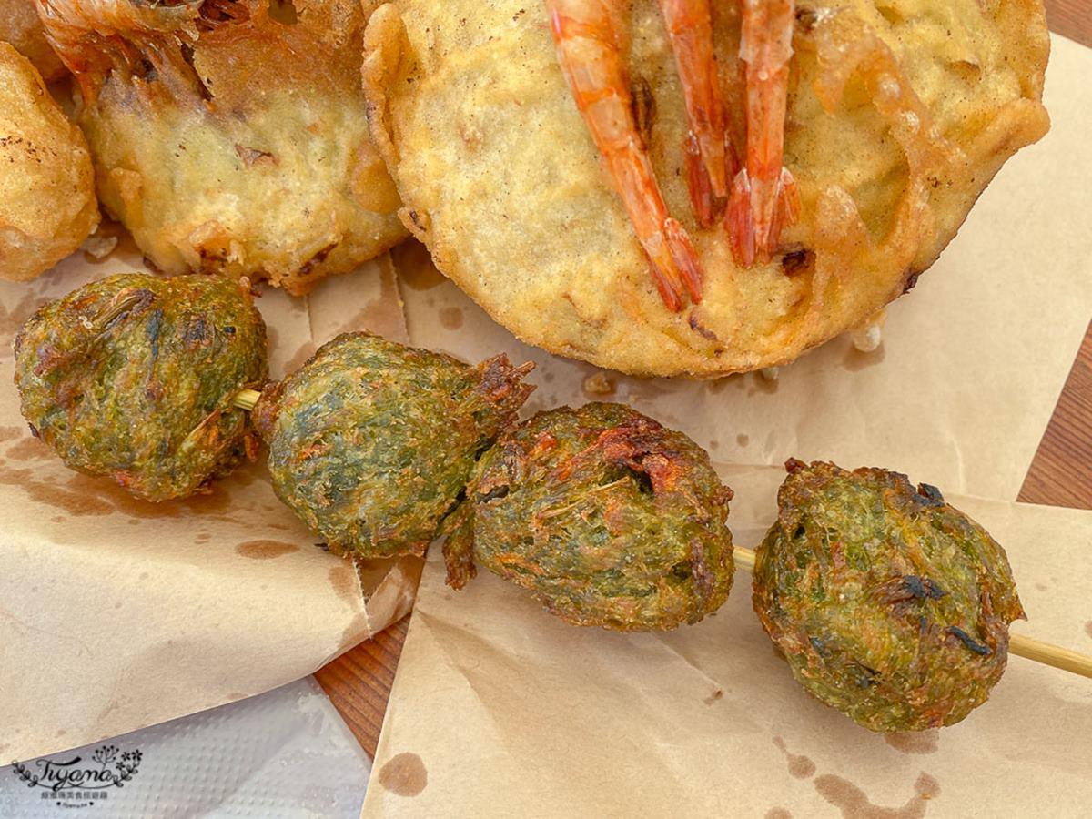 升級版蚵嗲!澎湖人氣「雙拼炸粿」包滿滿鮮蚵、高麗菜,表皮酥脆鮮蝦整隻都能吃