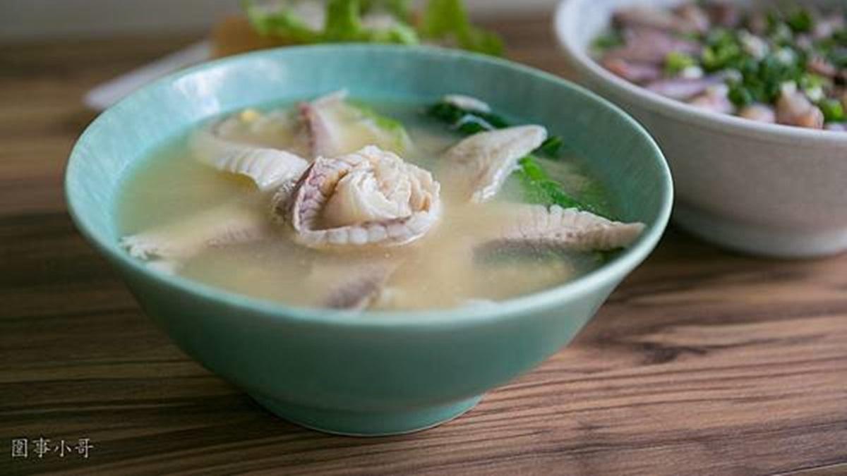 想吃先預約!浮誇鍋燒麵吃得到22隻小卷,鮮甜鯛魚口味美得像朵花