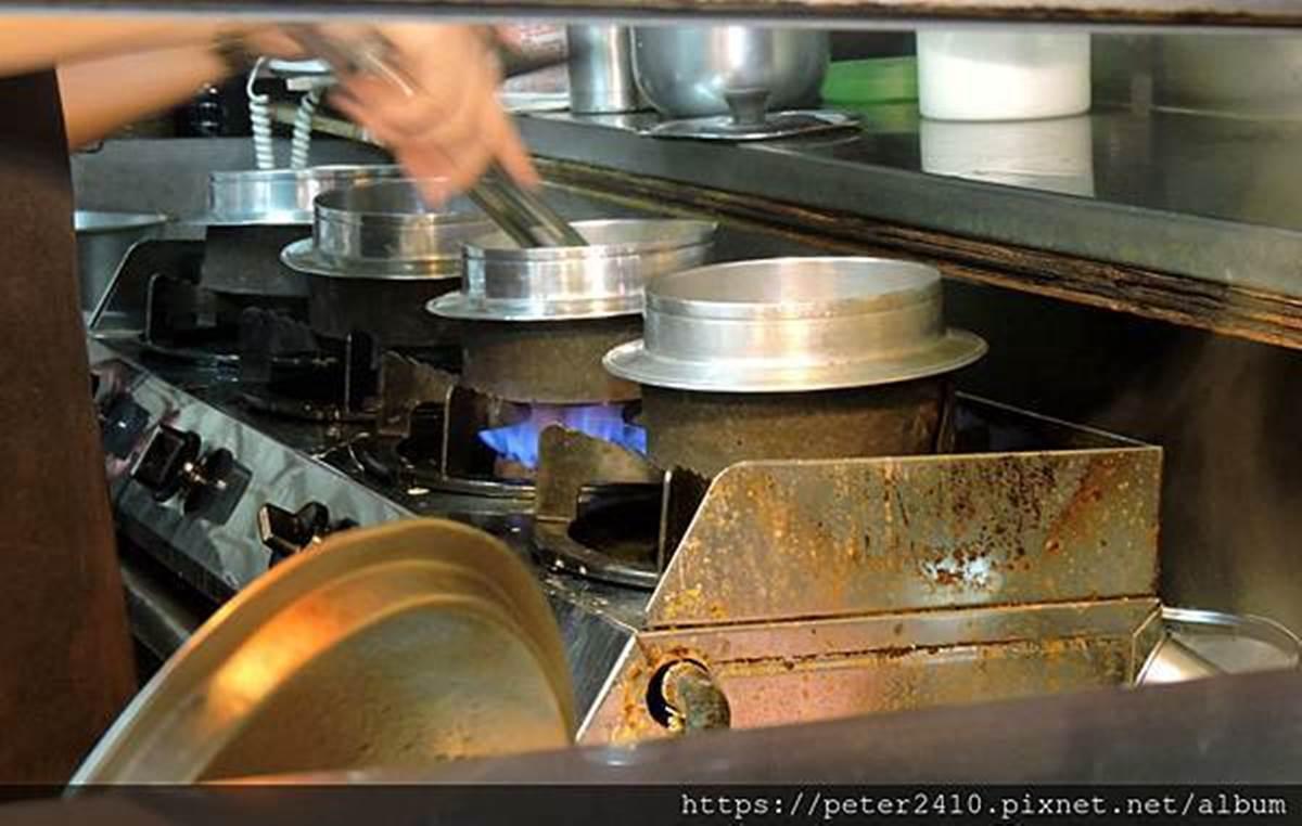 基隆在地人的廚房!仁愛市場必吃這7攤:「天下第一湯」美譽鍋燒麵、男子漢級蚵仔飯