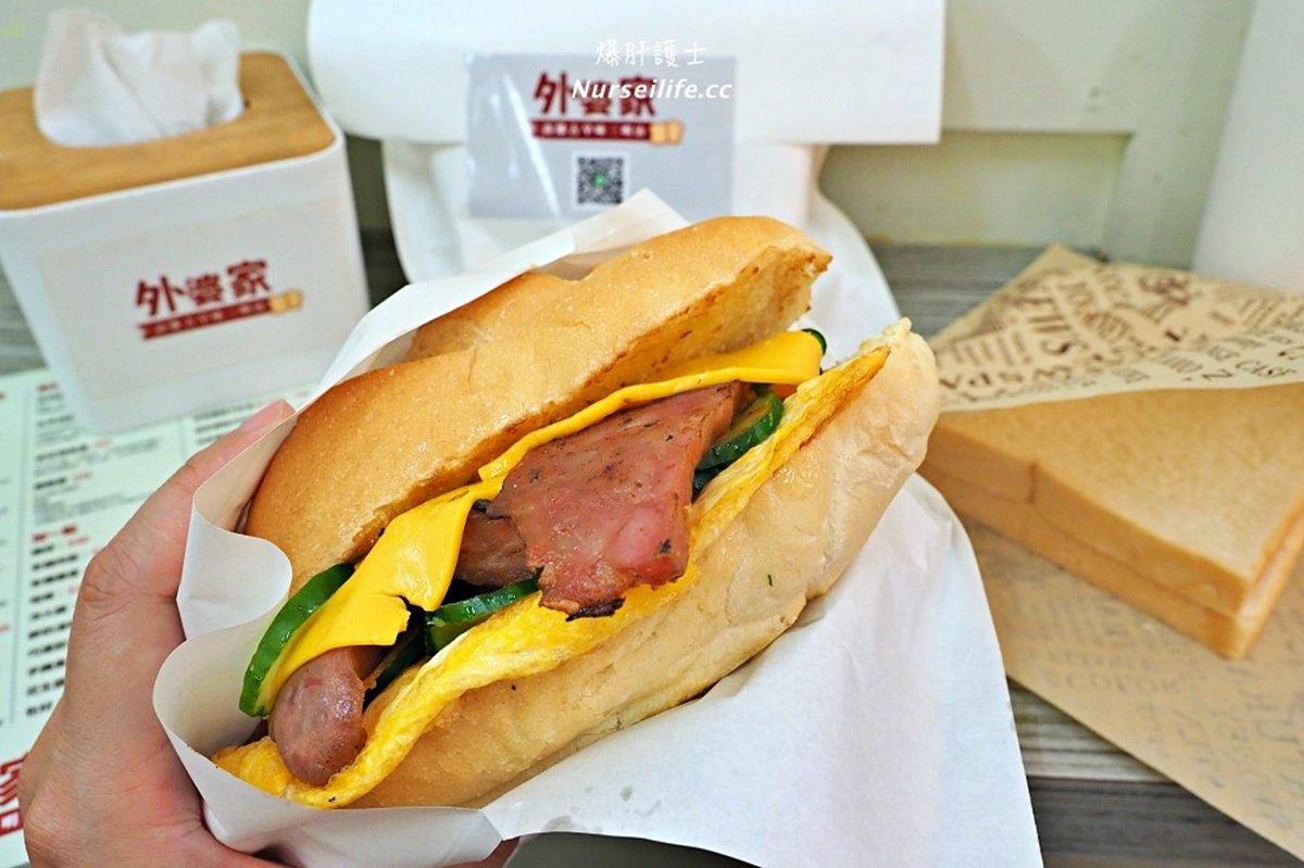 一口咬不下!「超厚炭烤三明治」吐司特製、美乃滋也自己做,加碼福源花生醬更對味