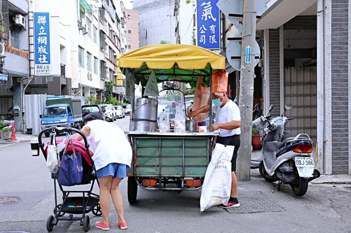 一賣60年!台中傳統豆花攤車古法製作、口感細滑綿密,連作家也愛吃