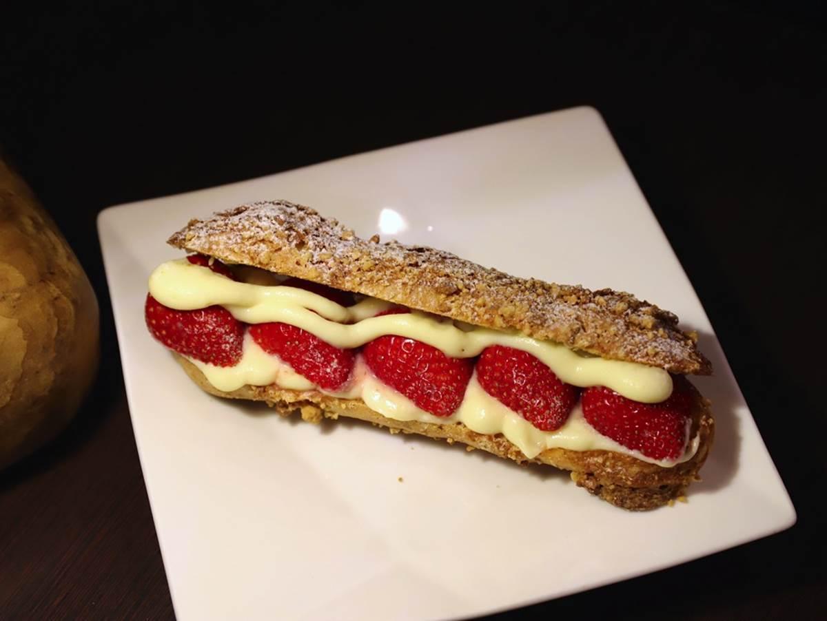 草莓季倒數!台南3家爆料系甜點:紅白雙色草莓冰、卡士達餡閃電泡芙、草莓山雪花冰