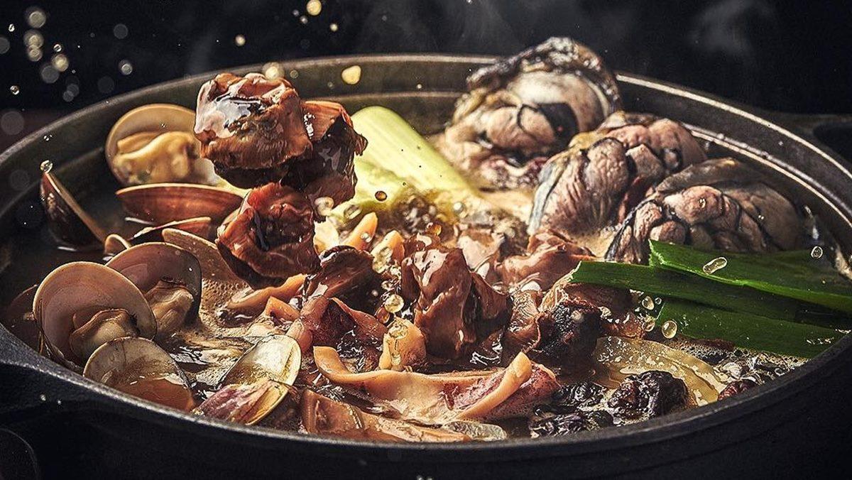 【新開店】台中石頭火鍋名店!超人氣「萬客什鍋」北上,主打台式燒酒雞、剝皮辣椒烏骨雞鍋
