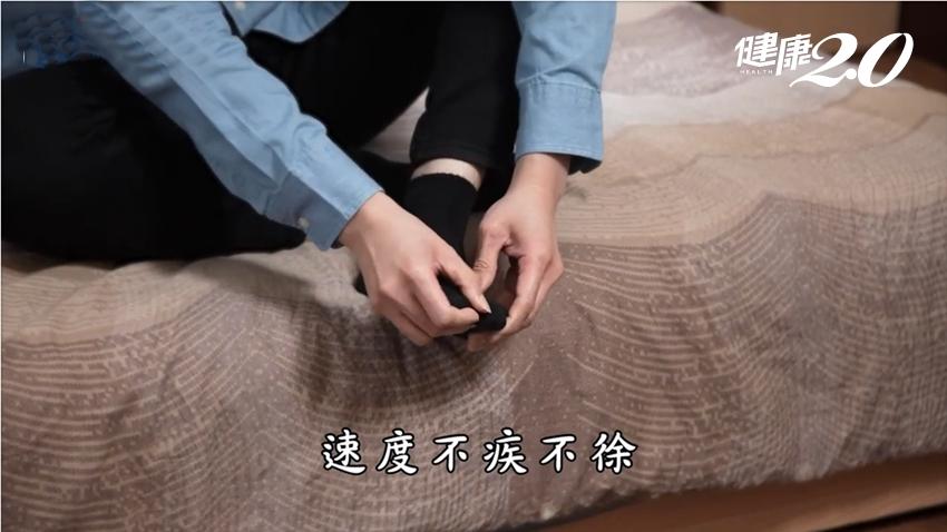 每天搓手掌、按腳底、溫熱後背…2分鐘「靜坐」排出身體濁氣