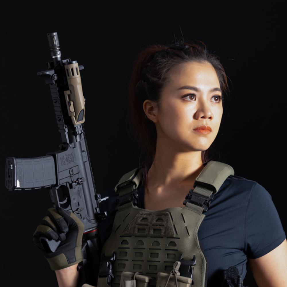 軍武安妮 MILITARY ANNY