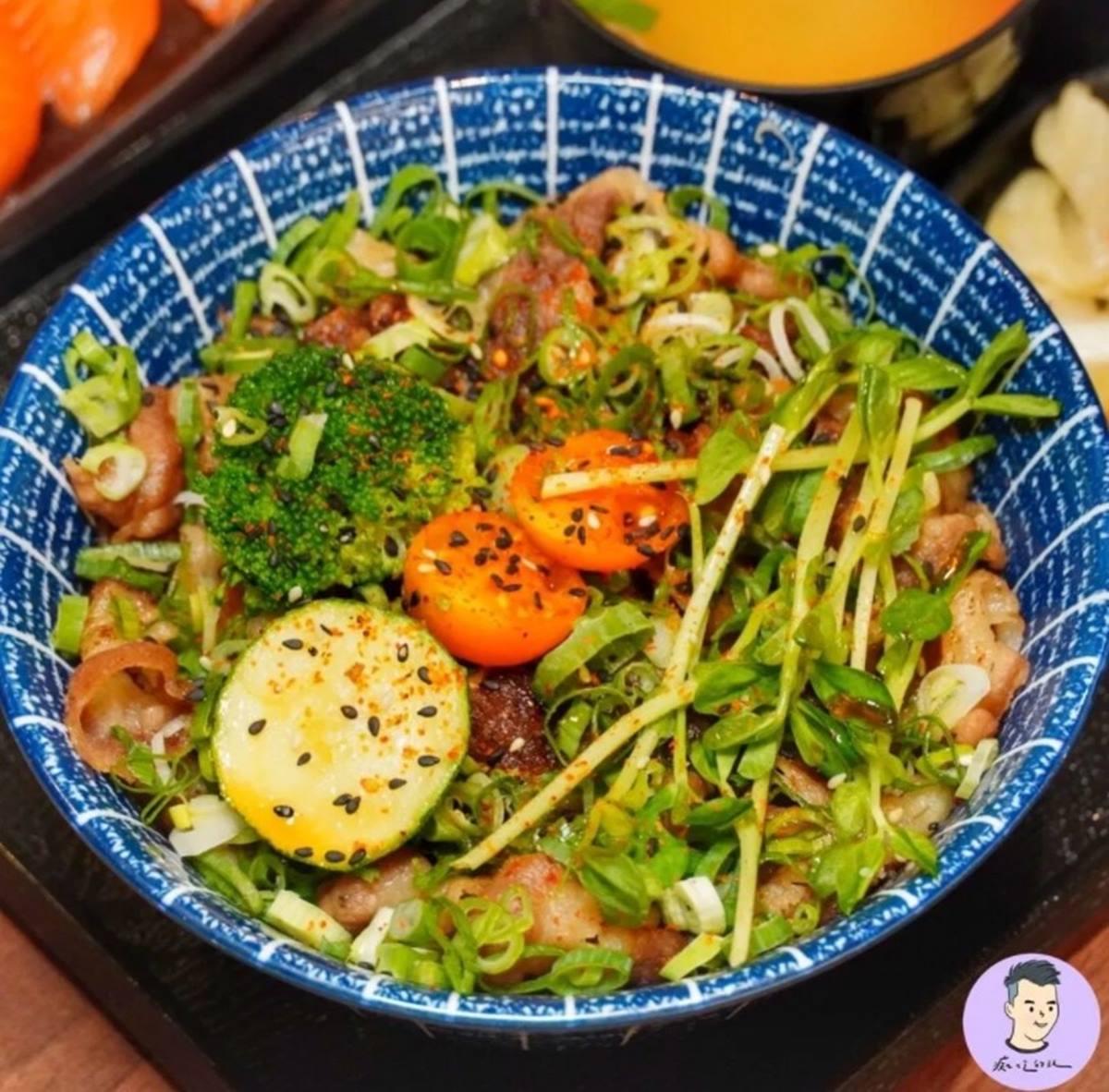【新開店】鮭魚控衝台南!大塊厚切握壽司1貫只要30元,部落客激推招牌咖哩也必點