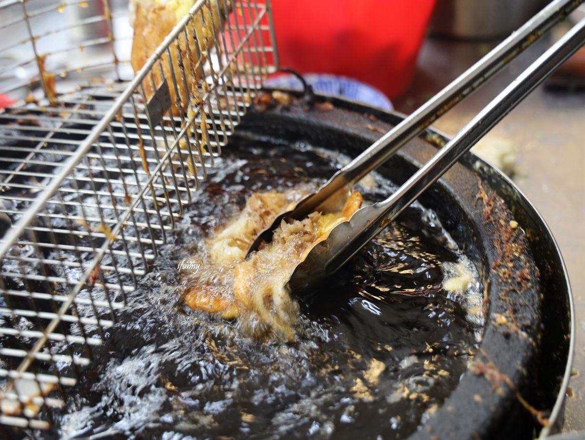 大龍市場必吃早餐!40年炸蛋餅內餡加「這個」超驚豔,內行熟客會升級雙蛋版