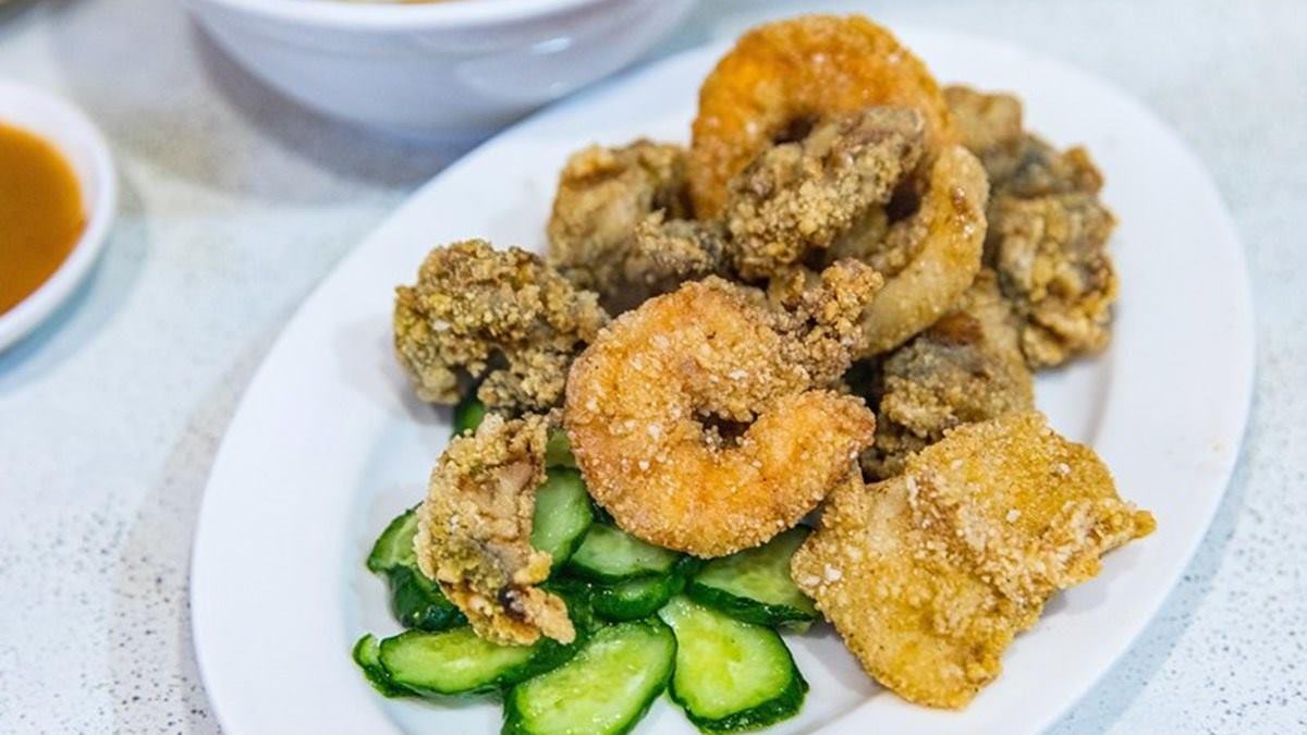 華西街夜市必吃!50年「香菇肉粥配炸物」老饕讚台北前3,炸蚵仔大顆又鮮甜