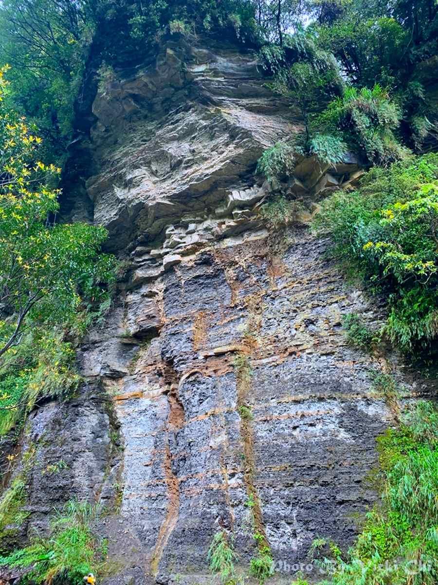 汐止祕境重現!30分鐘親溪步道可賞瀑布、觀山景,還能打卡美拍5層樓高聳岩壁