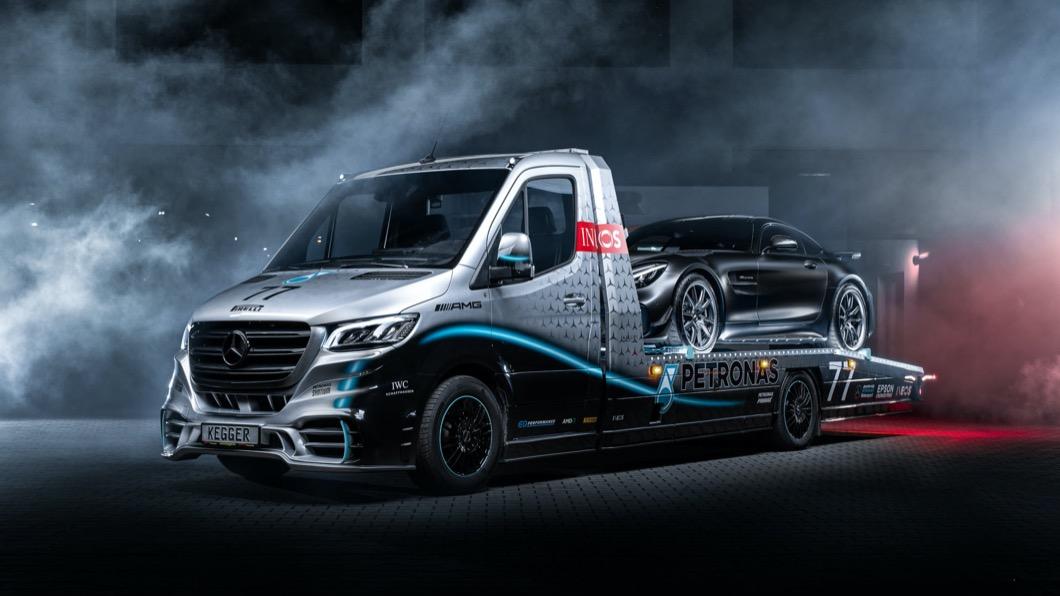 被稱為Sprinter Petronas Edition的拖板車是Kegger限量打造的作品,完整度相當高,且全球僅有25部的數量。(圖片來源/ Kegger) 跑車好自載! Kegger「賓士拖板車」限量25台