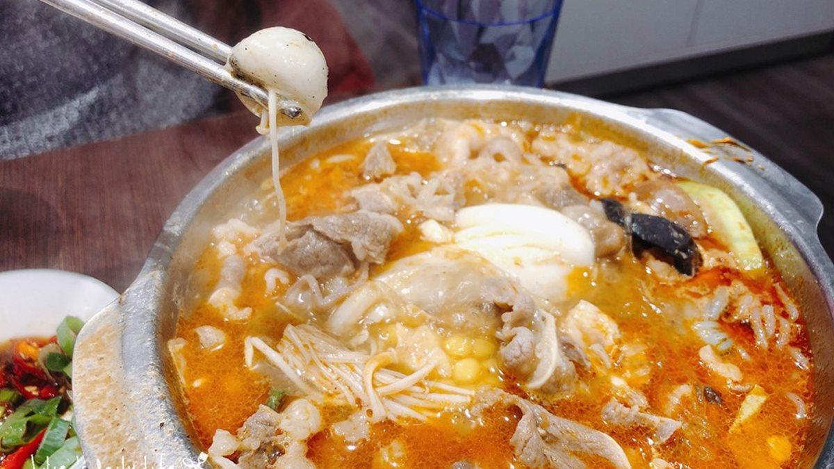 【新開店】平價小火鍋泡菜、冰品吃到飽!必點大分量「肉肉山」,還能嘗到彩蛋「芝麻小湯圓」