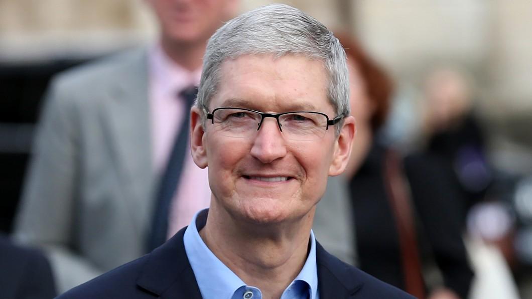 庫克上節目暗示電動車計畫從沒停止。(圖片來源/ Shutterstock) 沒人幫蘋果代工? 庫克沒在怕!暗示電動車做定了