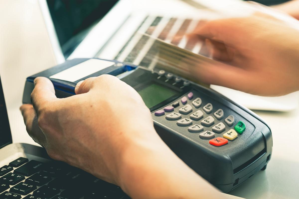 搭台鐵刷信用卡就有「免費旅平險」!不是悠遊卡嗶嗶就有,得要符合「這2大條件」才行