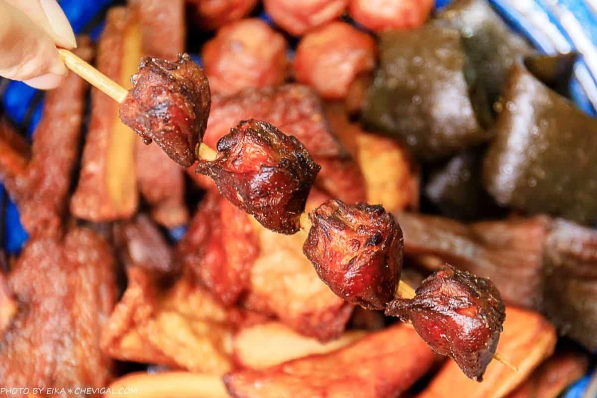 台中銷魂消夜!東山鴨頭先滷後炸很入味,網大推超強豆皮「酥脆如千層蛋捲」