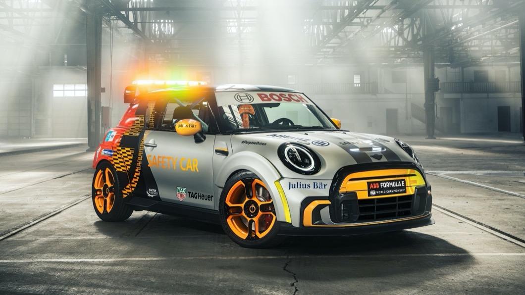 Mini日前打造出一款造型搶眼的Electric Pacesetter,讓這個經典英國品牌走向電動化的話題持續引發討論。(圖片來源/ Mini) 這款「電動鋼砲」很可以! Mini打造Formula E安全車