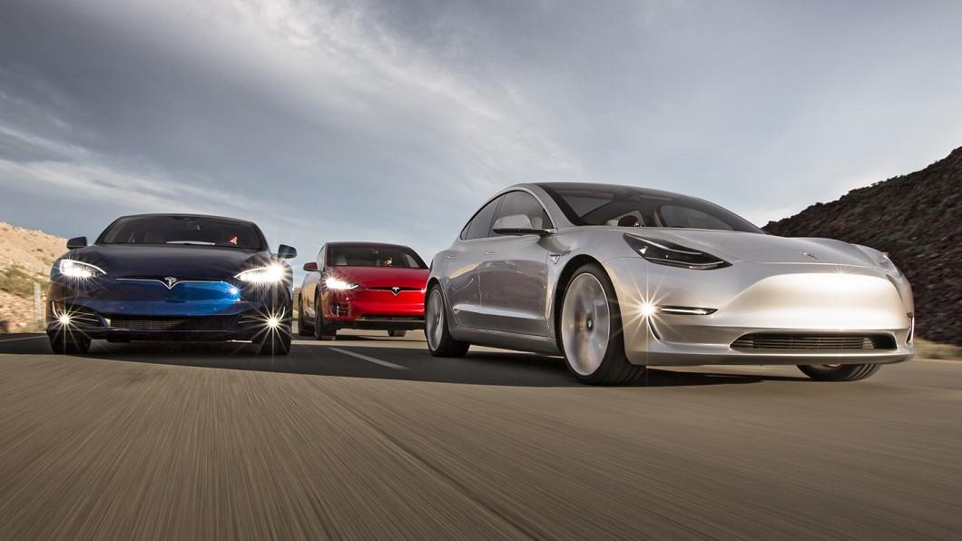Elon Musk於Twitter表示新版FSD自動輔助駕駛系統已經準備就緒。(圖片來源/ Tesla) 特斯拉新版自駕輔助系統即將上路 馬斯克:全面汰除雷達