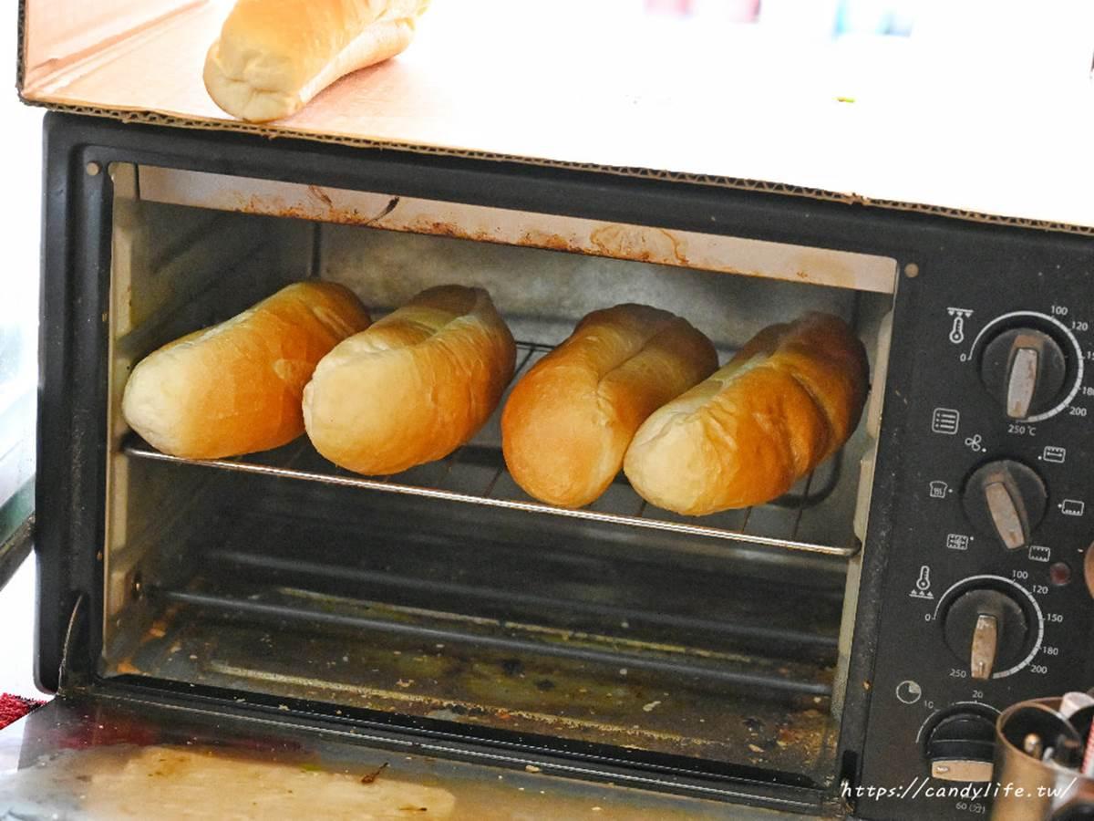 台中第三市場這攤超夯!「越南麵包」塞滿料,吃得到手撕紅燒肉、自製豬肝醬
