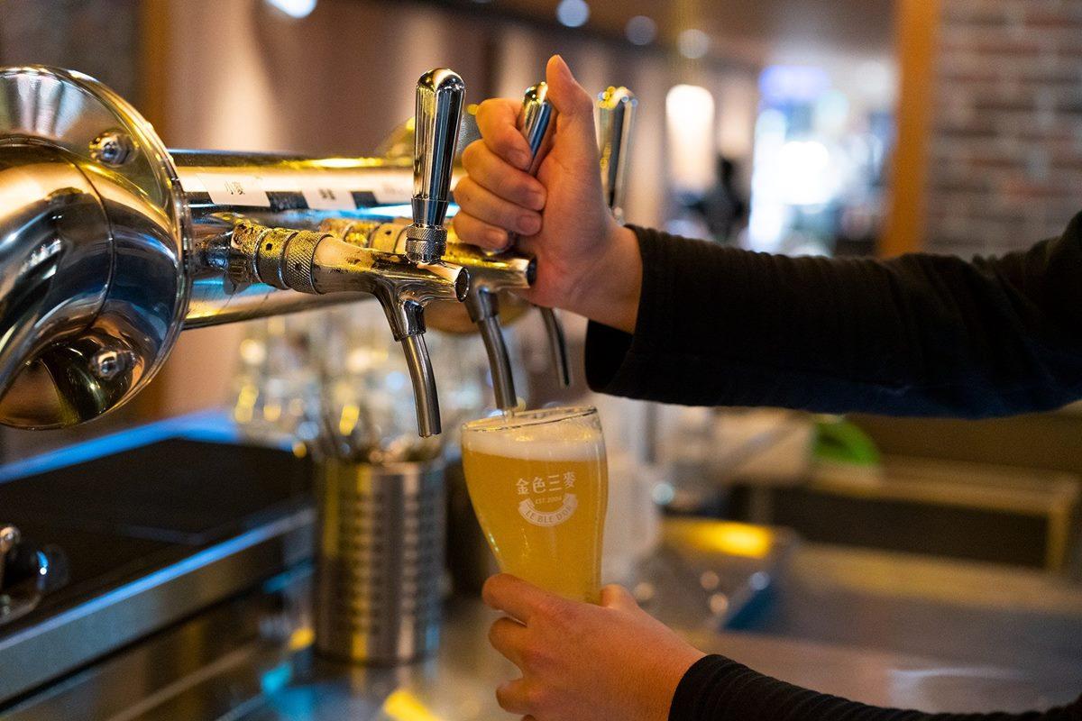 命中註定免改名!金色三麥推「身分證有3」免費喝必魯,證號有幾個3換幾杯啤酒