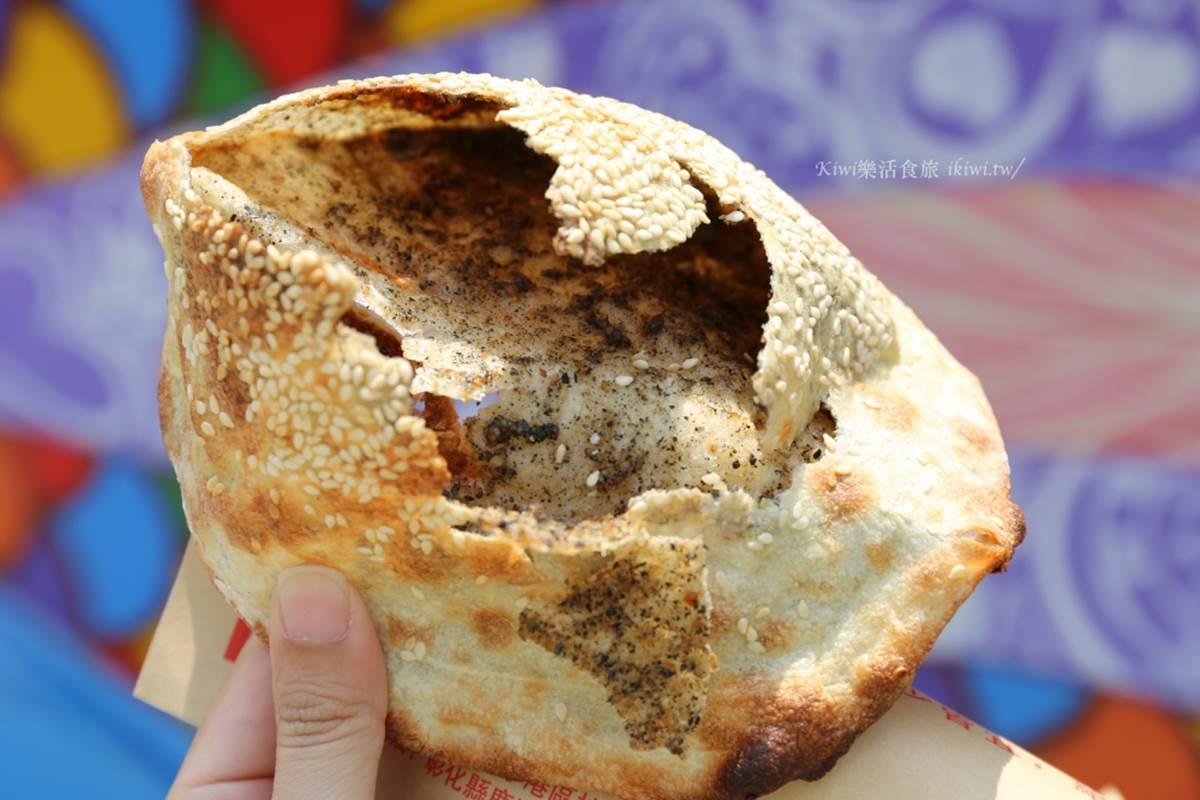 在地人口袋名單!鹿港天后宮周邊3家銅板小吃:恐龍雞蛋糕、怪味鍋盔