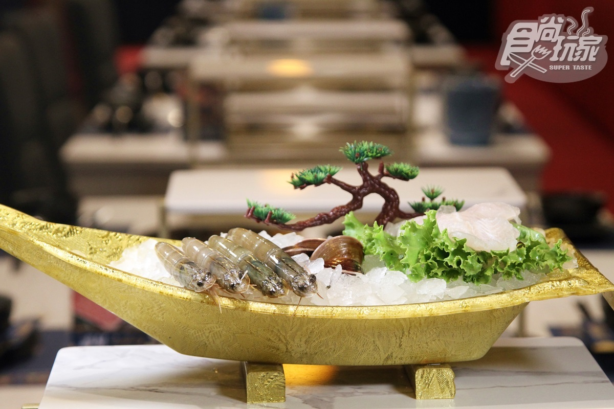 【新開店】點鍋送海鮮船!全台最潮沙茶火鍋插旗台南,浮誇霸王餐吃得到2龍蝦、大牡蠣