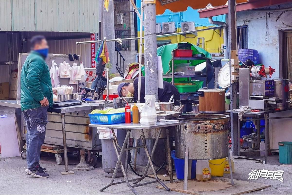 超厚「火腿粉漿蛋餅」對折不要切!台中60年早餐店搬到這,現場做的蘿蔔糕必點