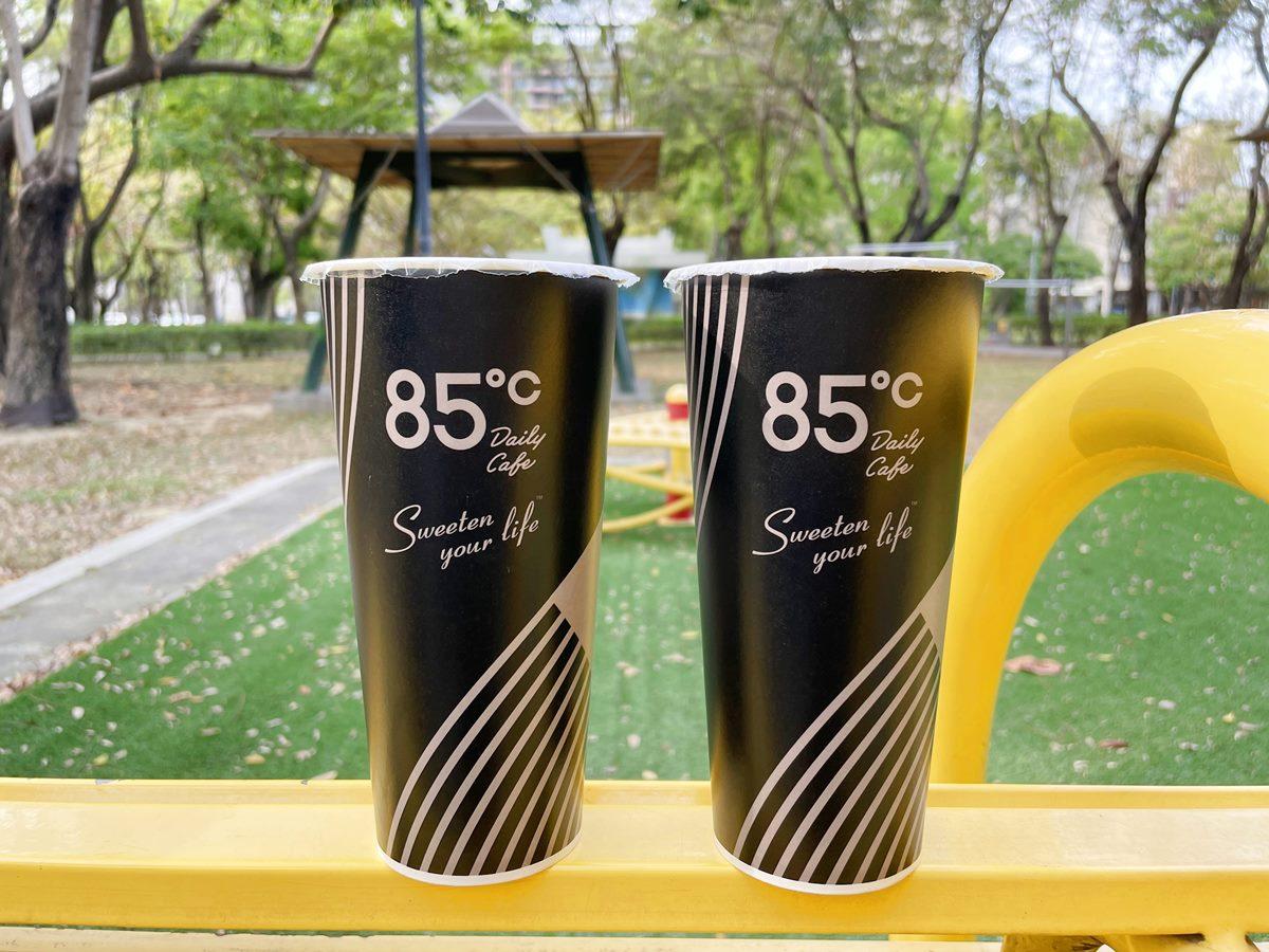 週日喝咖啡囉!85度C限時1日推「大冰拿鐵、鮮奶茶」第2杯20元,加碼抽SWITCH、APPLE Watch