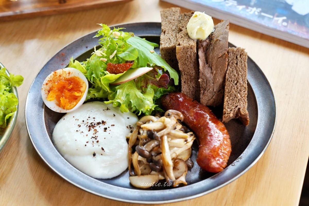 喝完咖啡再踏浪!超Chill早午餐散步就能到七星潭,必點黑麥麵包盤、老麵肉桂捲